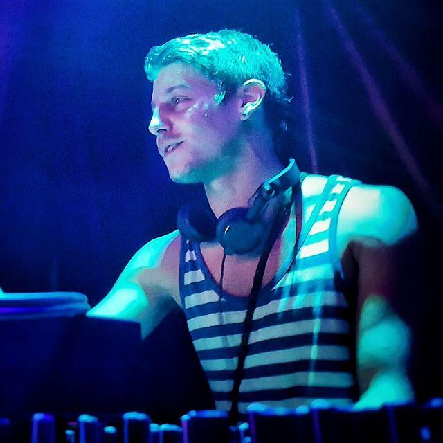 Im blue-a-dab-ba-DJ-buh-die, If I was green, wouldn't mind a-dab-ba-DJ-buh-die.  #DJjackmore #jackmoremusic #dj #syruploft #affinitygathering #dtla #losangeles @affinitytribe