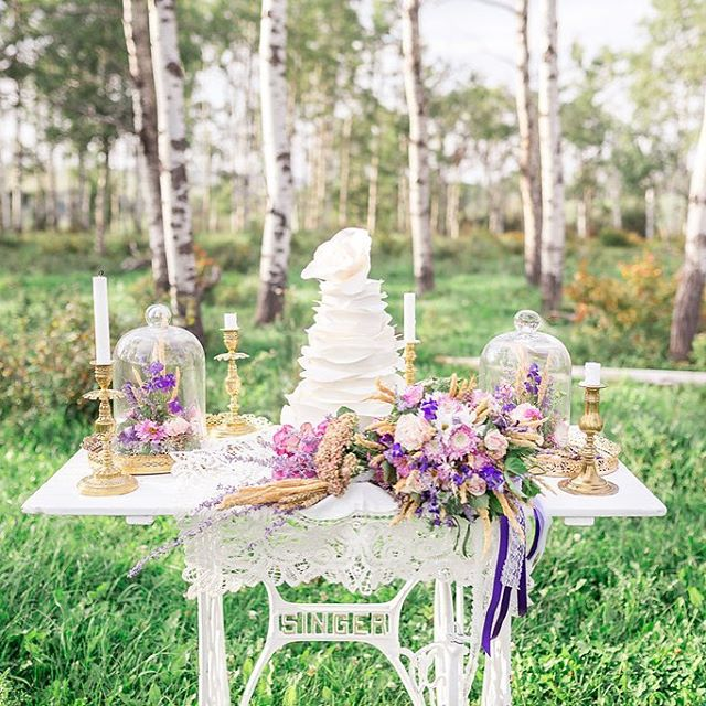 A little bit country and a lot a bit pretty. Love this shot by @kayceeannfarm with florals from @prairieblooms and this cake by Bubecakes. Thanks for the feature @calgarybride 😘