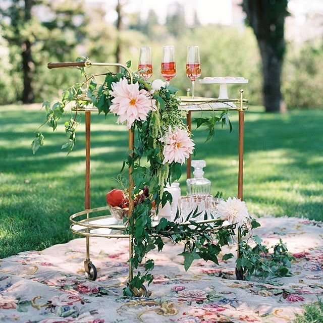 Our bar cart was styled to perfection for this shoot. I feel like I need to drink a glass of champagne just looking at it. Killed it again @thewellstyledlife 👌. 📷 @miltonphoto. Florals @virginiaroseevents. Cake @briannegabriellecakes.