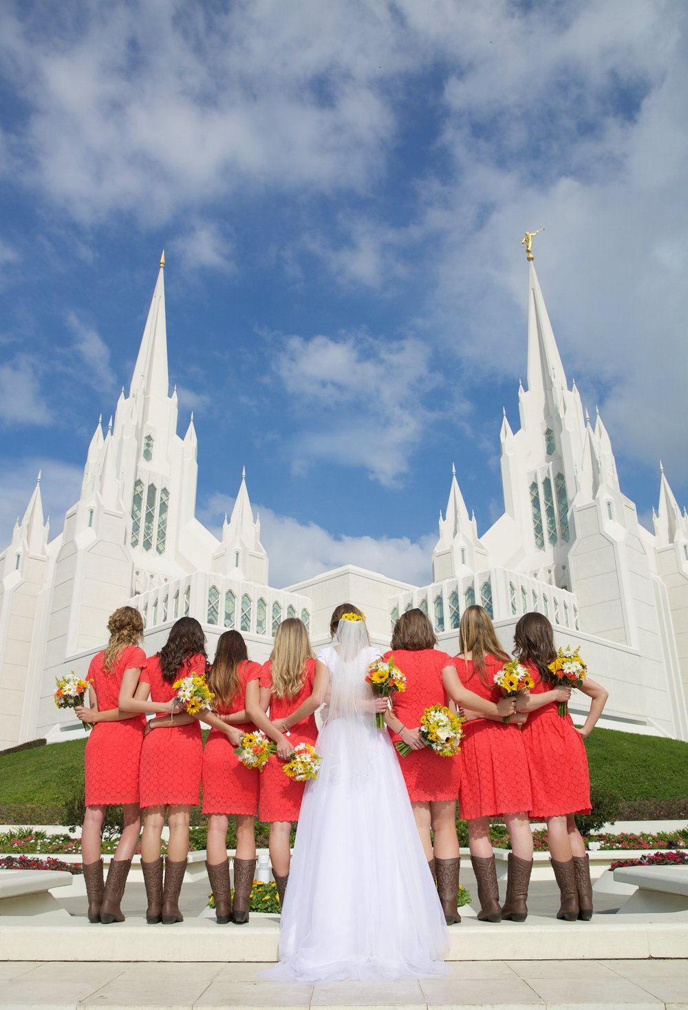 lds_bridal_party_at_temple