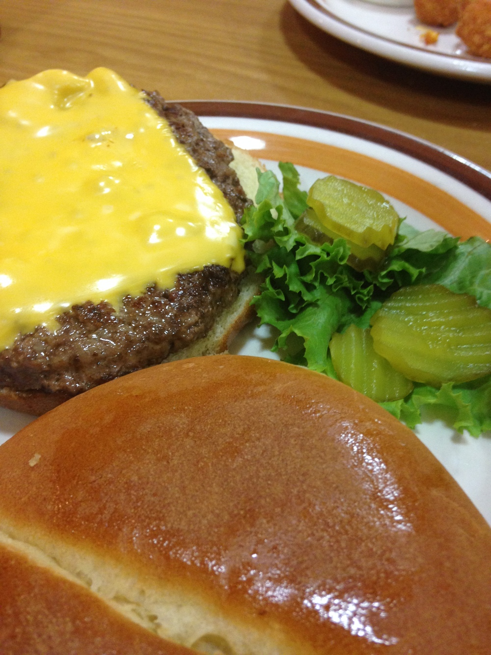 Frontier-Cafe-Cheeseburger.jpg