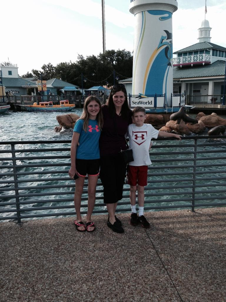 SeaWorld-Entrance-Ashlee-Mommy.jpg