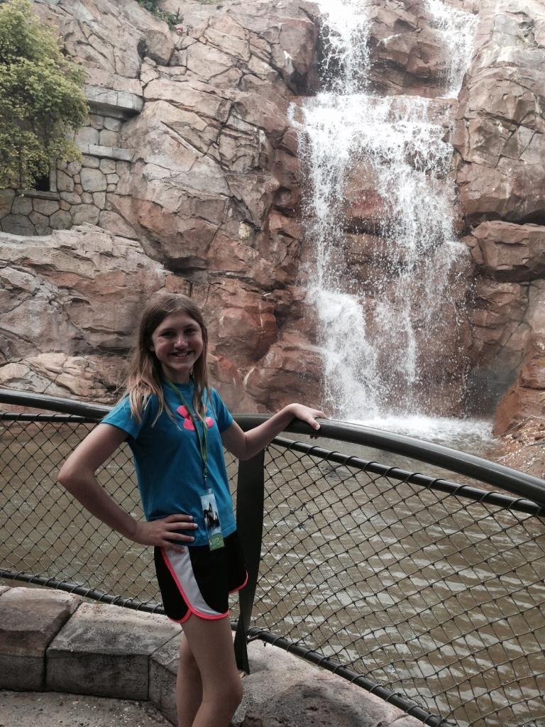Ashlee-SeaWorld-Waterfall.jpg