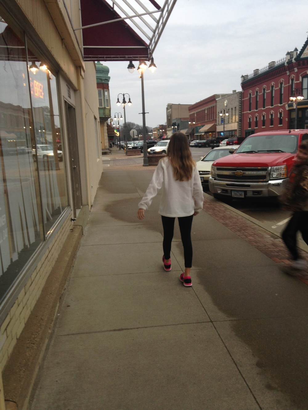 Ashlee-Walking-Downtown.jpg