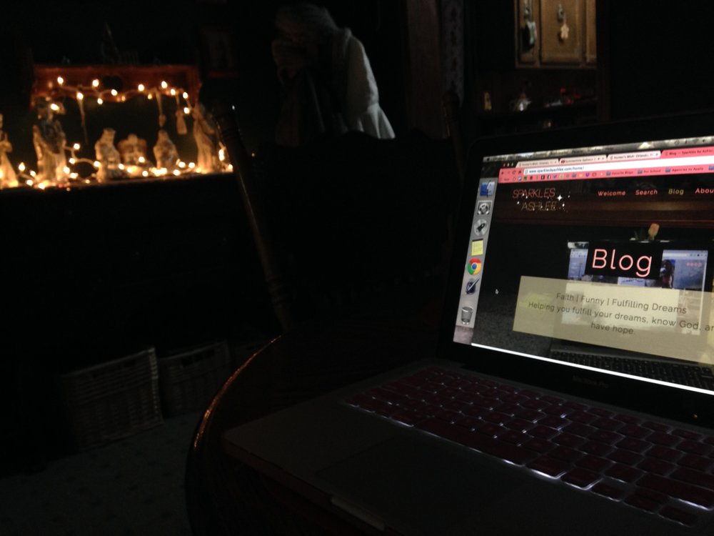 blogging by the lights and decor is so peaceful