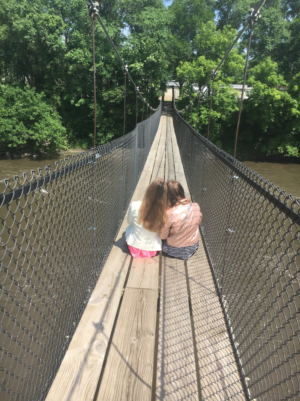 ashlee-kirsten-estherville-swinging-bridge.jpg