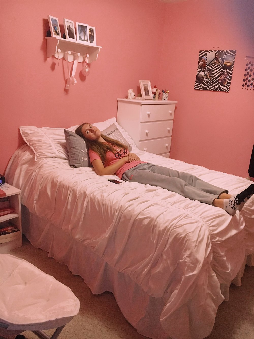ashlee-pink-girly-teen-bedroom.jpg