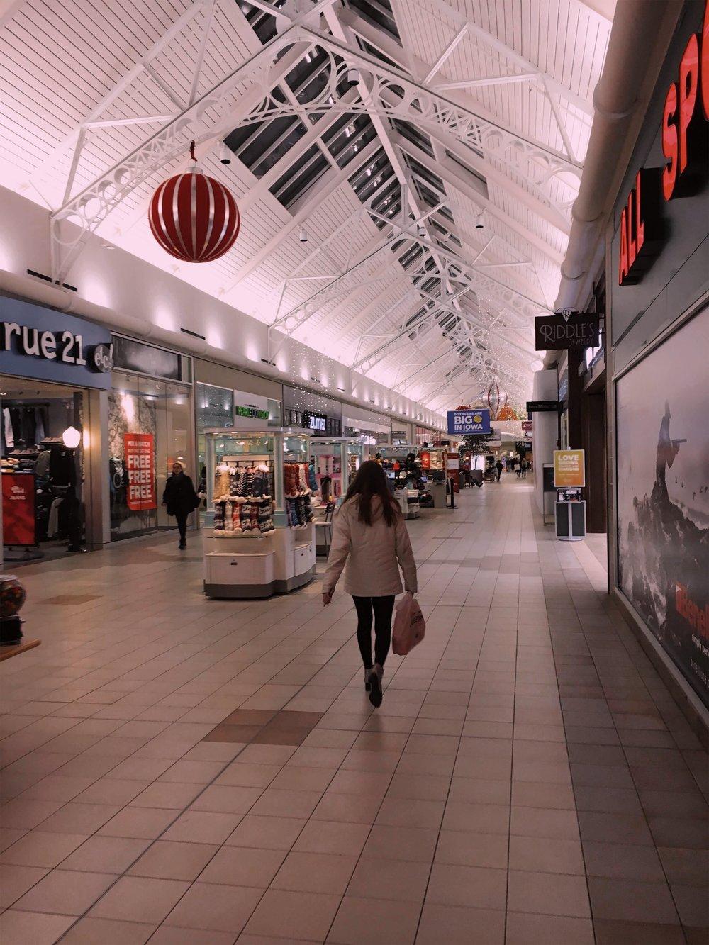 ashlee-shopping.jpg