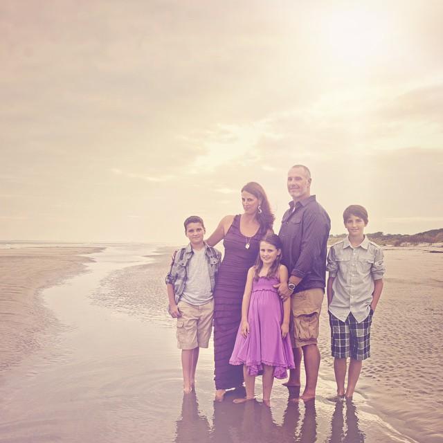 It's family portrait season. 💜 #familiesforever #familypictures #albuquerquephotographer #abqphotography #sullivanisland