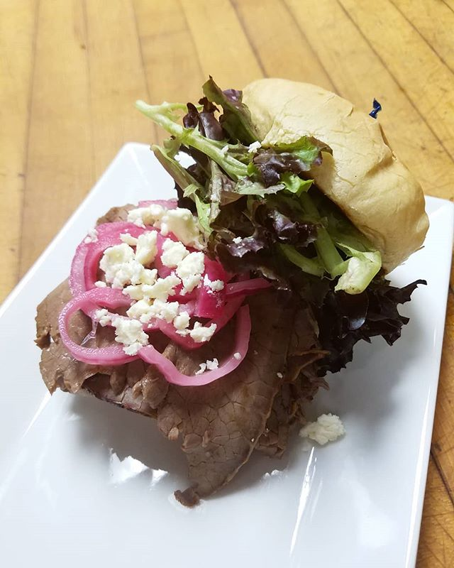 That's a good lookin' sandwich. . The Boulevard: medium rare roast beef sliced thin & piled high on a Kaiser roll with pickled red onion, feta, mixed greens, & garlic aioli. $6! . . #rva #rvadine #rvaeats #carytown #ilovecarytown #vcu #happyhour #nydelirva #sandwichweek @styleweekly