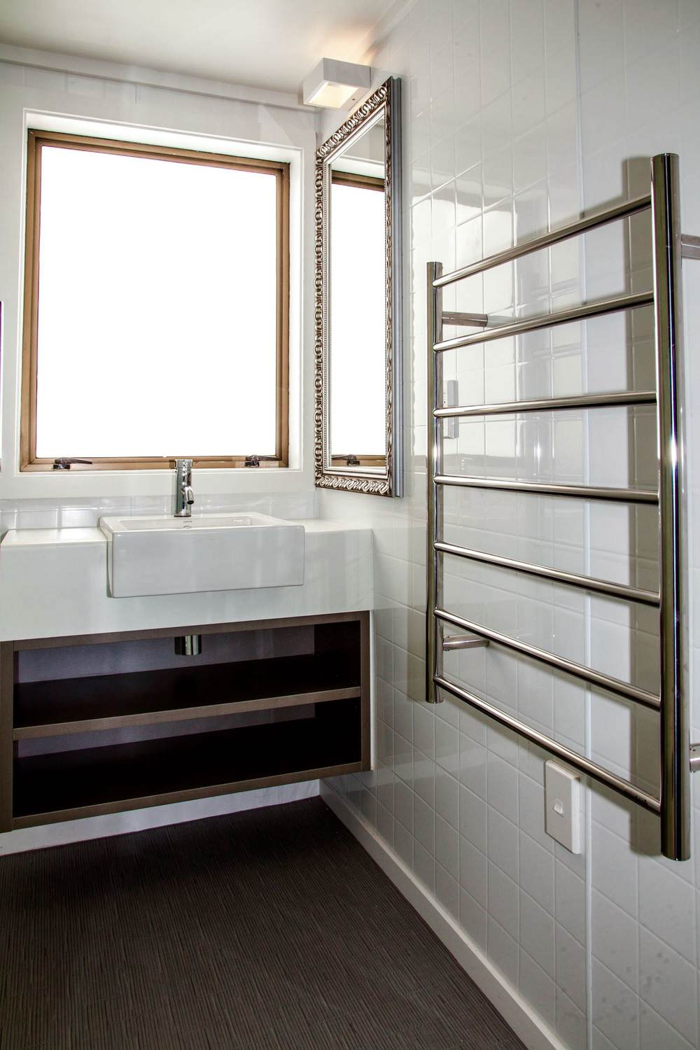 mezzanine - queen bathroom