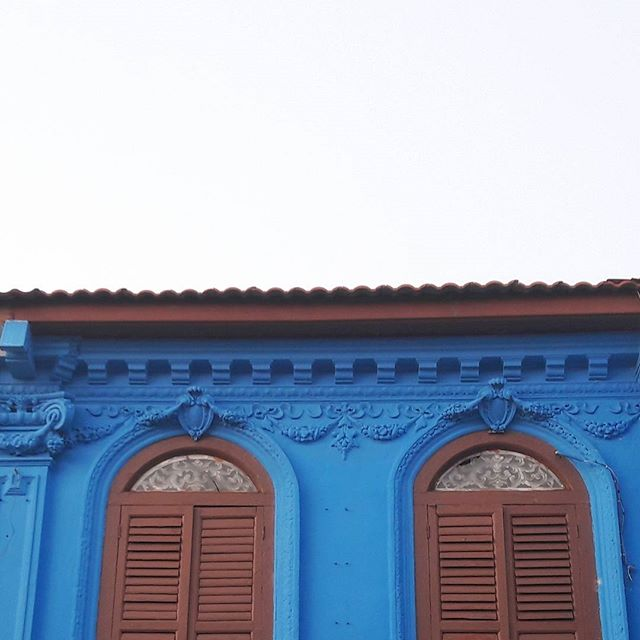 The image does not show how bad smell the area was.  #blue #minimalism #house #archi #smelllikehell