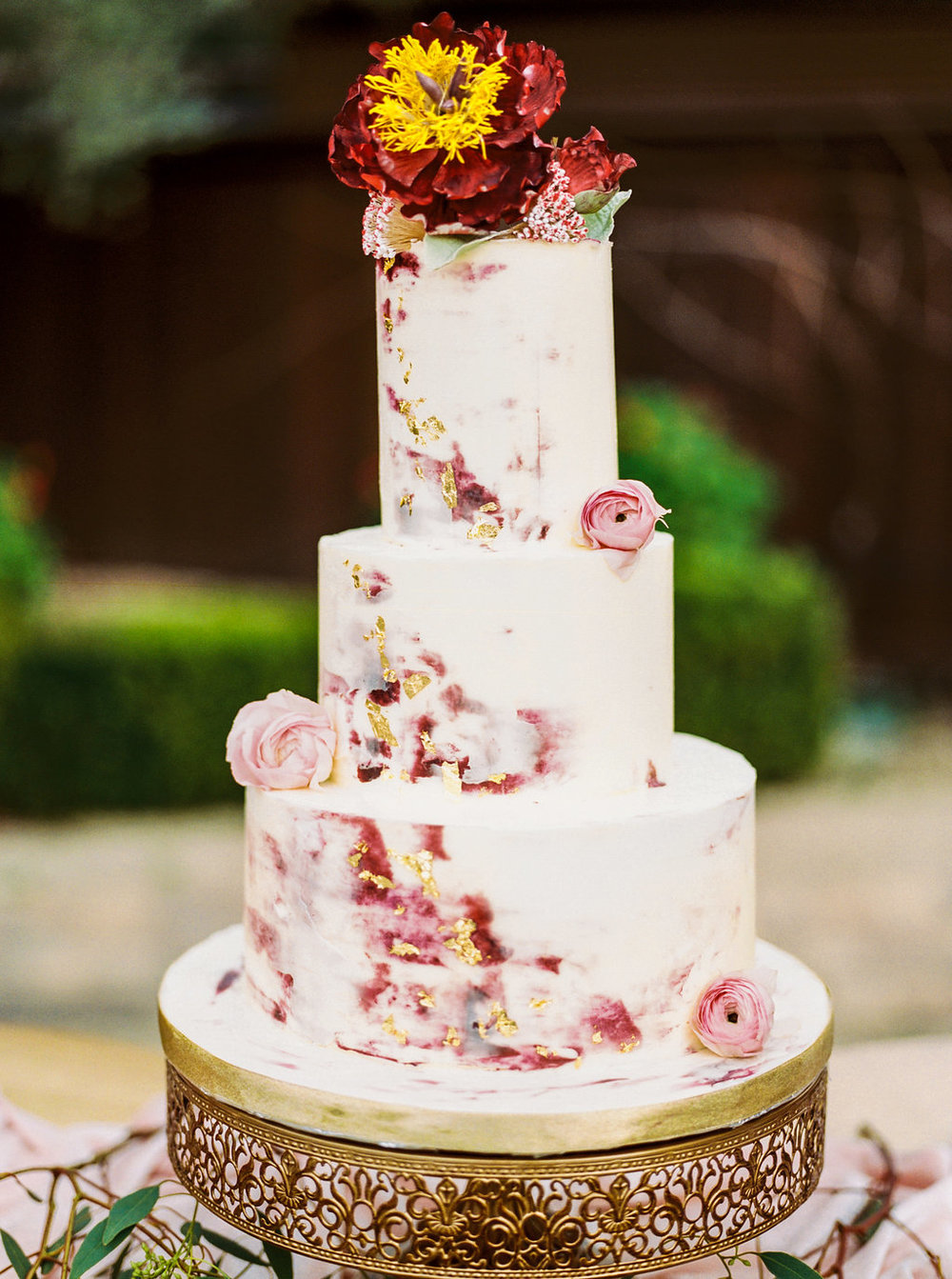 Photo by: Olivia Richards Photography  Cake Design: The Cakeldy