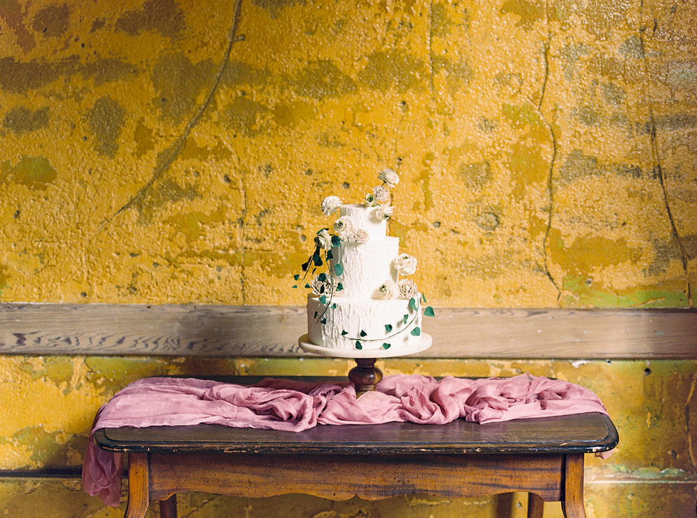 Photo: Olivia Richards Photography  Cake: A spoonful of Sugar Cakes