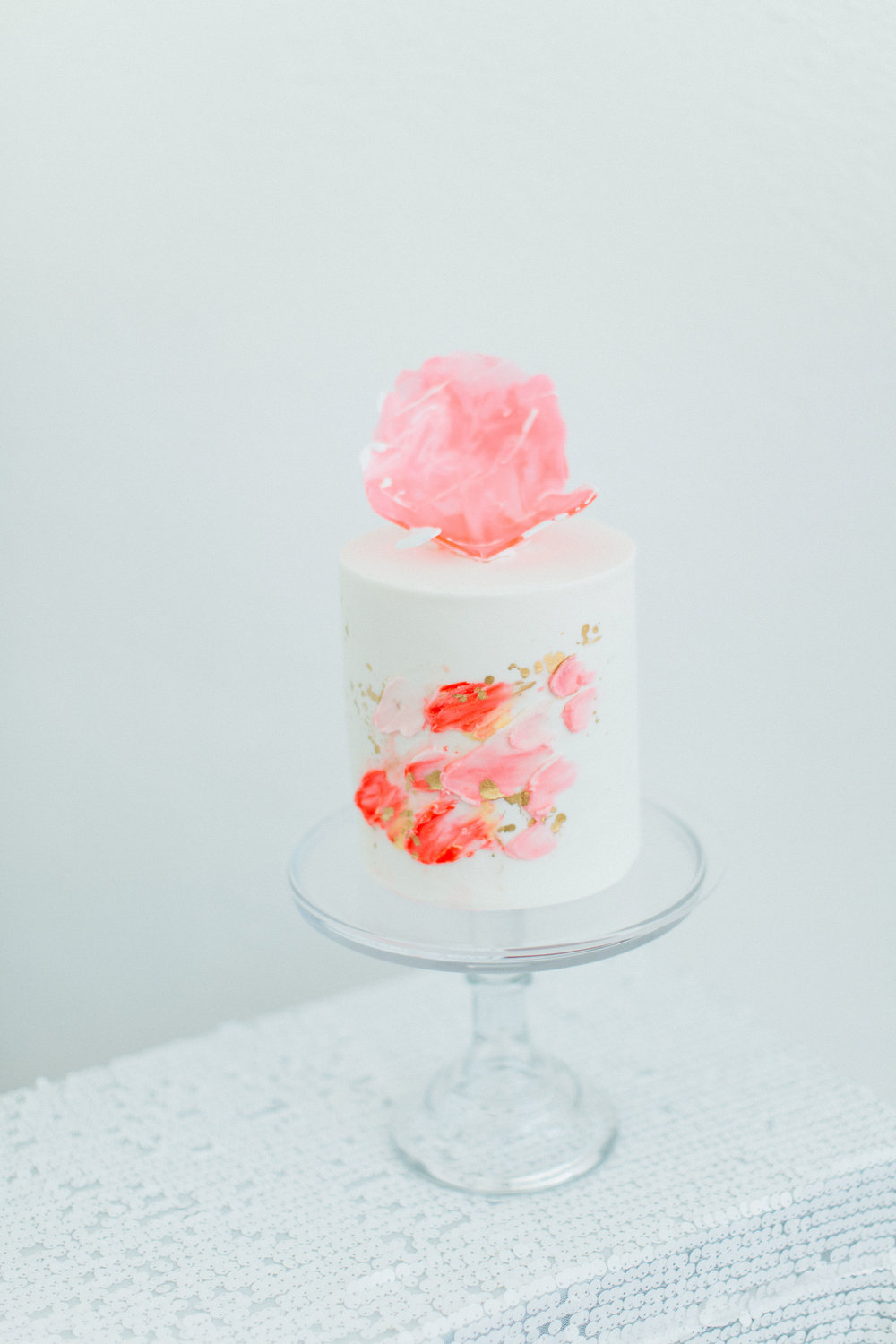 Living Coral, PInk, and White Cake Design Ideas with Transparent Cake Stand (Photo by: Francesca Penko Photography)