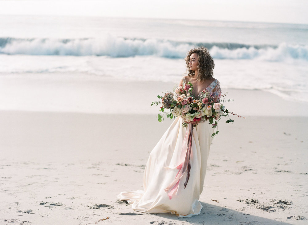 Beach wedding photoshoot idea (Photo: Ashley Noelle Edwards)