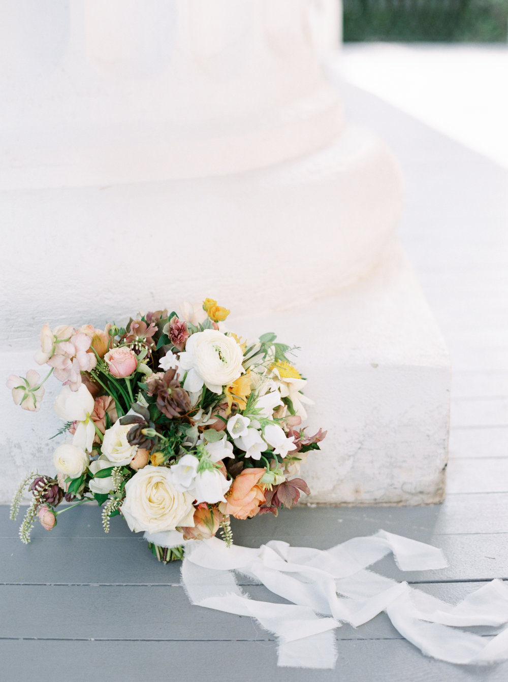 Pretty Bridal Bouquet inspo with flowy white silk ribbons
