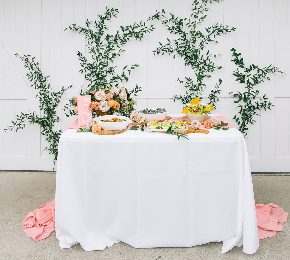 Long and flowy white table linen fot Easter Tablescape Idea