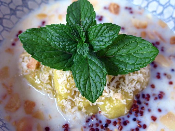 mint-quinoa-breakfast-porridge-mango