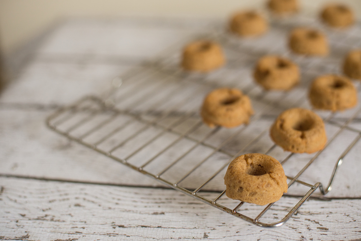 recipe-doughnuts-baked-coconut-peach-gluten-free-vegan-healthy-baking
