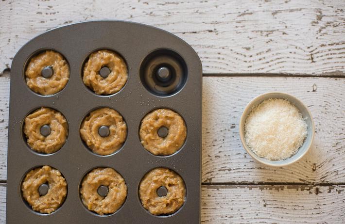 recipe-doughnuts-baked-coconut-peach-gluten-free-vegan-healthy