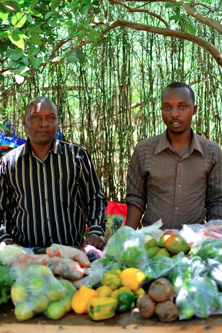 kigali-rwanda-farmers-market-people-fruits-vegetables-ABC-africabagelcompany