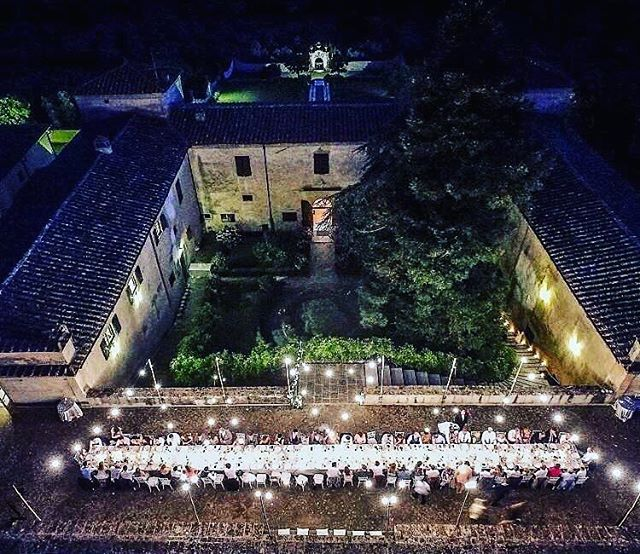 Oh sweet spot in Tuscany! Amazing place for a wedding! Would be happy to be back there once again! ❤️ • • #wedding #weddinginvitations #weddingitaly #weddingtuscany #weddingtuscanyitaly #partyband #weddingband
