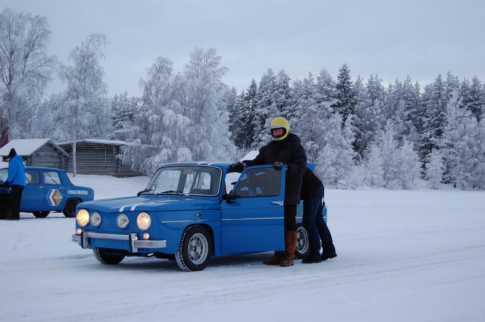 Jarmo Äimänen lähdössä testaamaan vanhaa sotaratsuaan