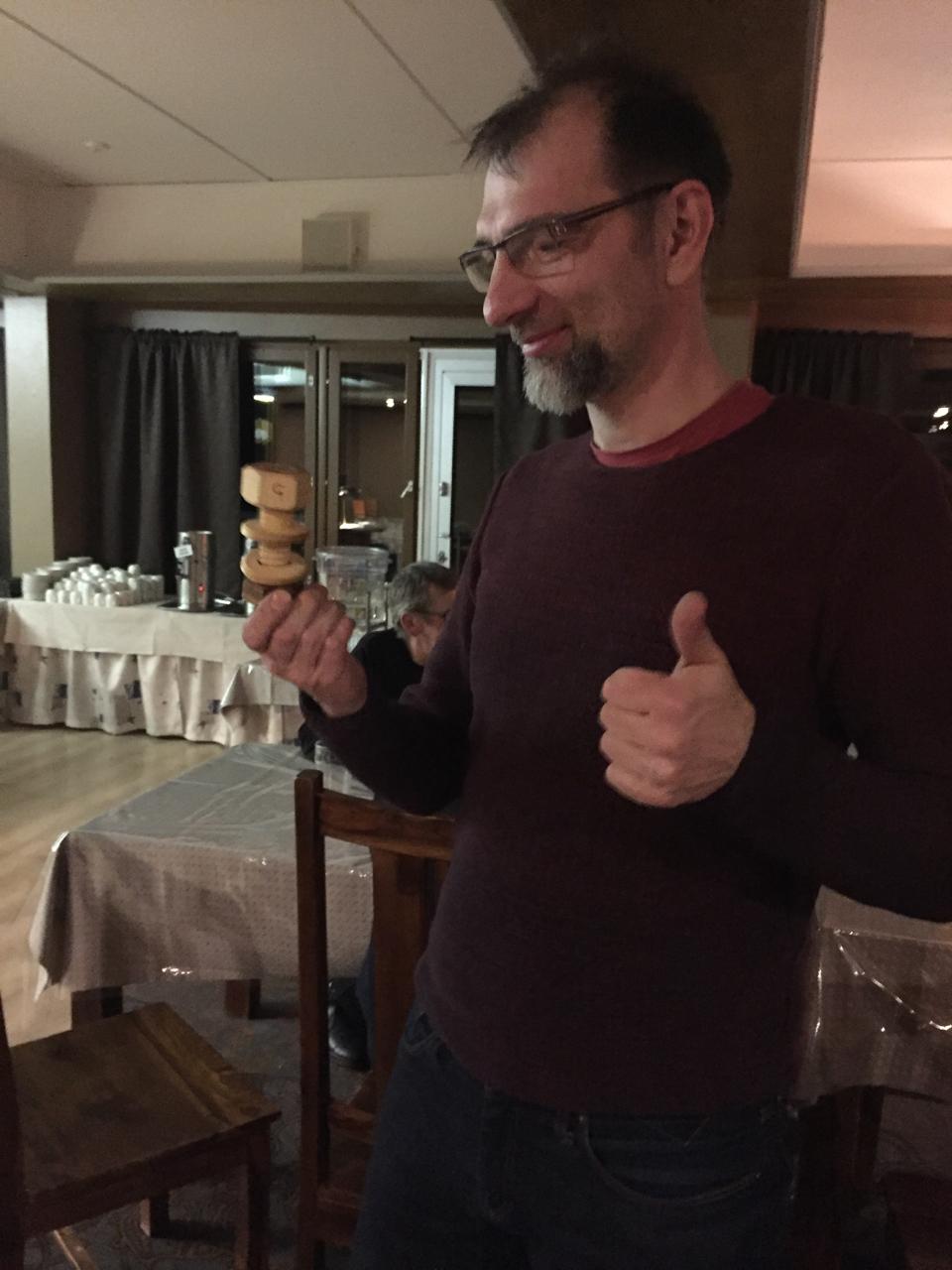 Juha vastaanottamassa MK-palkintoa