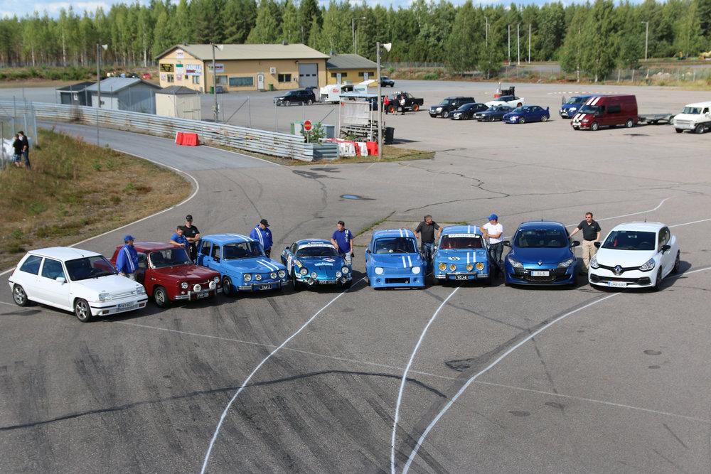 Hienoja eri ikäkausien Relluja kokoontui Kemoraan Sinisorsa Racing Teamin ratapäivään.