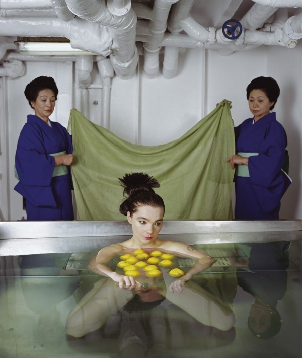 oxydes :     bjork in  drawing restraint 9 , directed by matthew barney, 2005