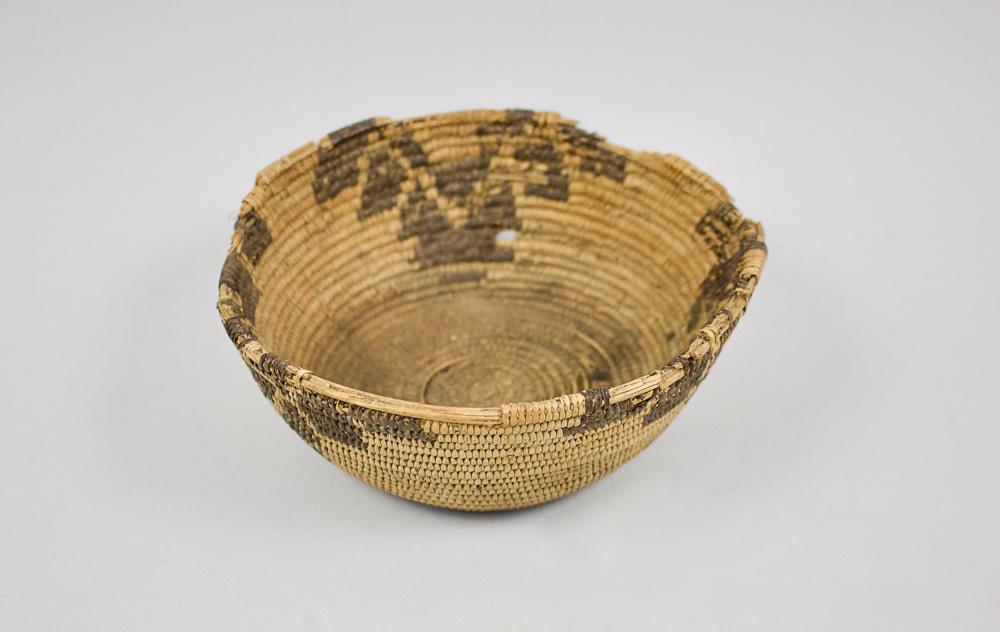 Miwok Basket   19th Century  CNM0007