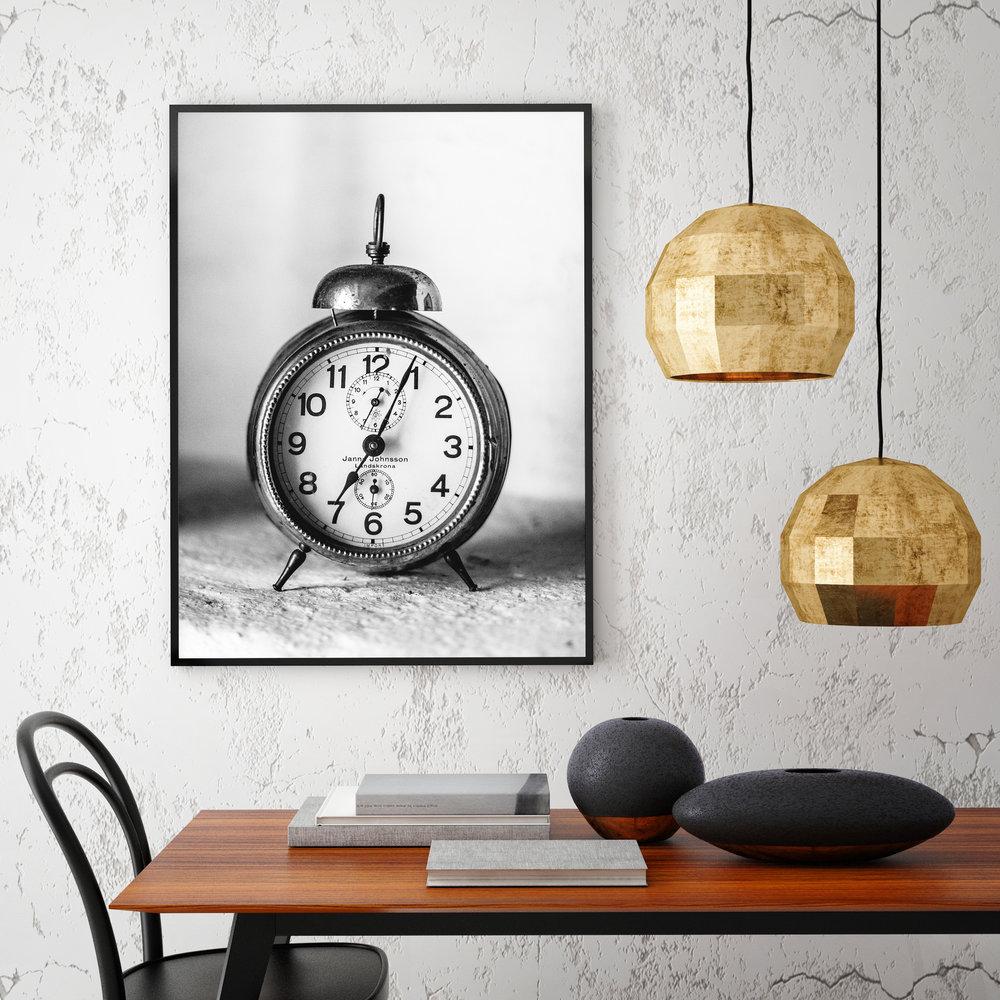 iStock-lampsclock.jpg