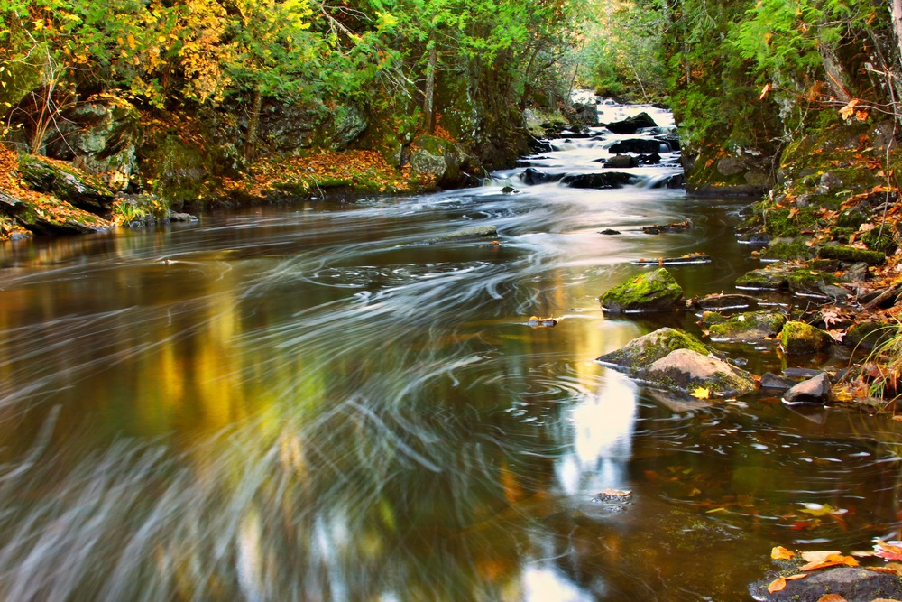 The Tyler Forks swirls through Fall color.