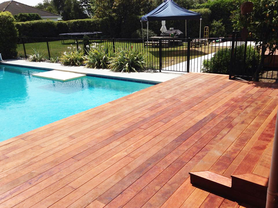 landscapes-unlimited-hardwood-deck-pool-paving.jpg