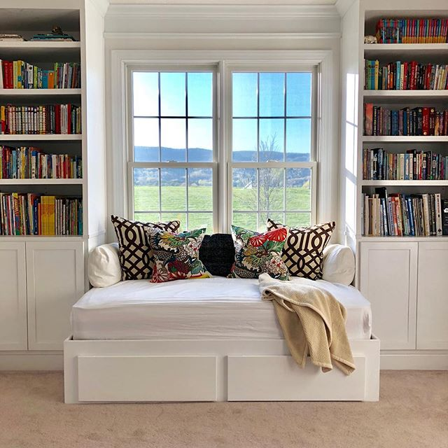 The best afternoon-nap, bedtime-book, cow- and sunset-watching seat in the house. 😴📖🐄🌅