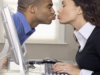 online dating ignoring And online dating gives you a great chance to meet the man of your dreams all you need is a computer or smartphone, a snazzybenefits of online dating are.