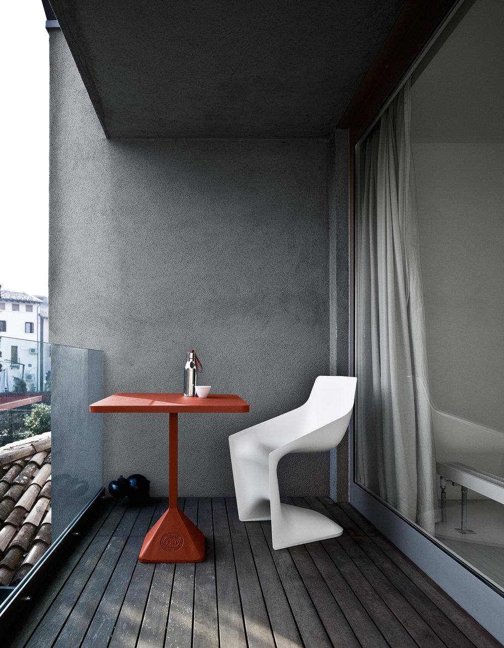 ▲TNP Table &Pulp chair