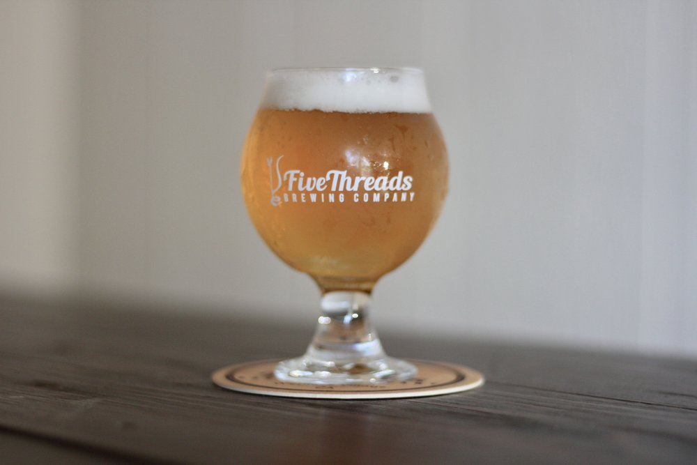 Hey i'm single | belgian single  20 IBU, 6.2% ABV  Effervescent body, notes of pineapple and spice.