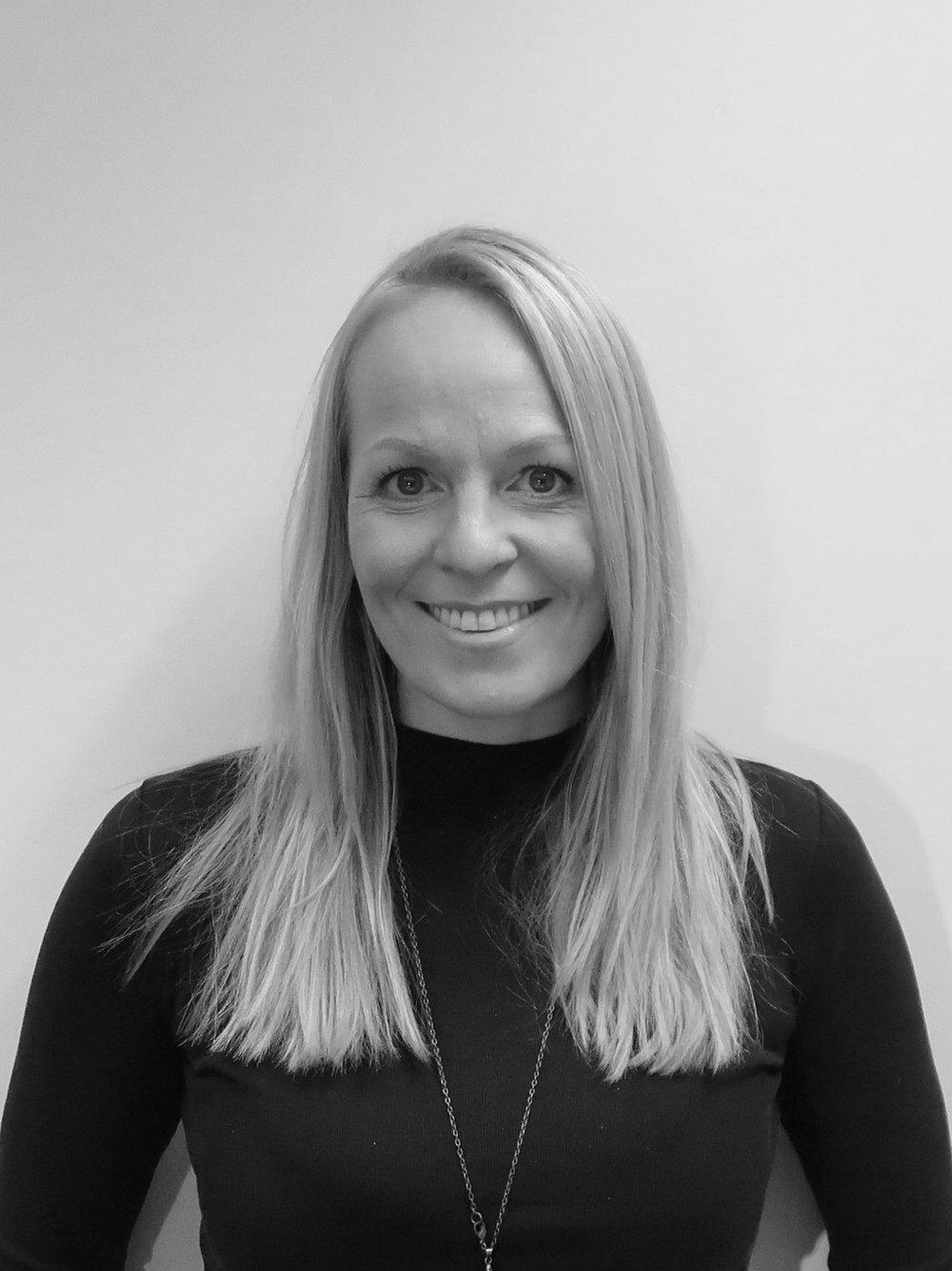 Siri Sandbeck Walther - Partner, Daglig leder / CVsiri@frostark.no+47 45 91 79 37Siri ble uteksaminert med mastergrad fra NTNU i 2010, og har opparbeidet bred erfaring med prosjektering innenfor boliger og fritidsboliger, tilbygg og påbygg til eksisterende byggverk. Hun jobber hovedsakelig med regulering av eiendom for bolig/næring i sentrumsområder og allerede etablerte boligområder.Hun har tidligere jobbet i større firmaer som fokuserer på komplekse tomter og utbyggingsområder. Etter å ha drevet enkeltpersonforetaket Sandbeck Arkitektur gikk hun inn i Frost Arkitekter AS i 2014 med Ida. Siri er daglig leder med hovedansvar for kontrollsystemer og den daglige drift.
