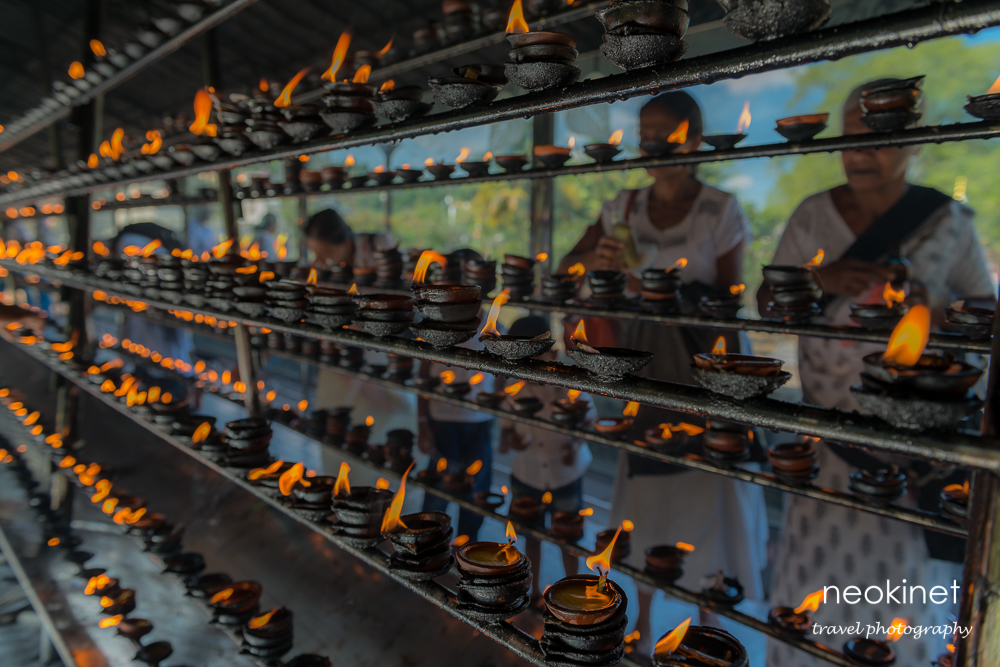 Oil lamps in the Buddha Tooth Relict Temple | Nikon D800 | Nikkor 24-70mm @28mm | 1/60, f/4, ISO 100