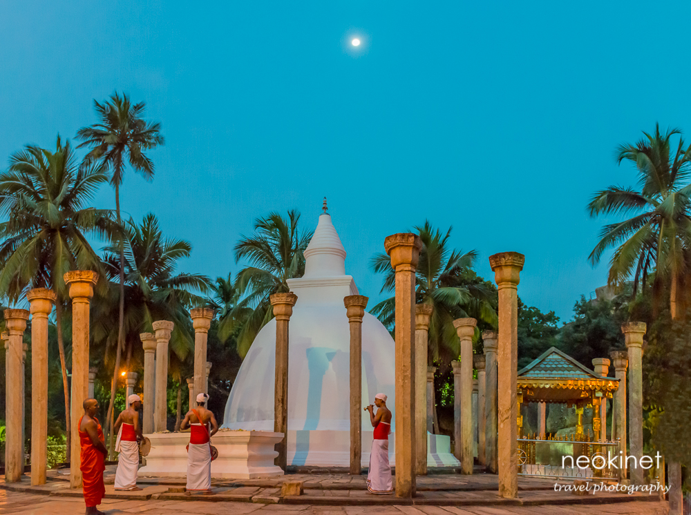 Small dagoba @ Mihintale Temple, Sri Lanka | Nikon D800 | Nikkor 24-70mm @ 24mm | 1/25, f/5.6, ISO 11,404