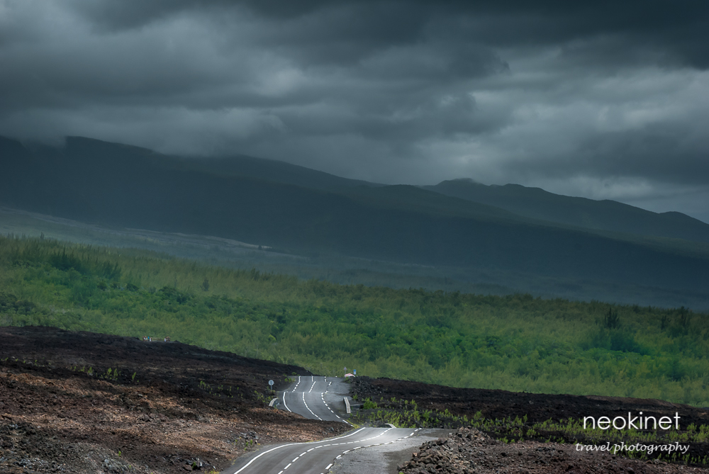 Road on the foothills of Piton de la Fournaise, Réunion | Nikon D80 | Nikkor 24-70mm f/2.8 @ 70mm | 1/80, f11, ISO 200