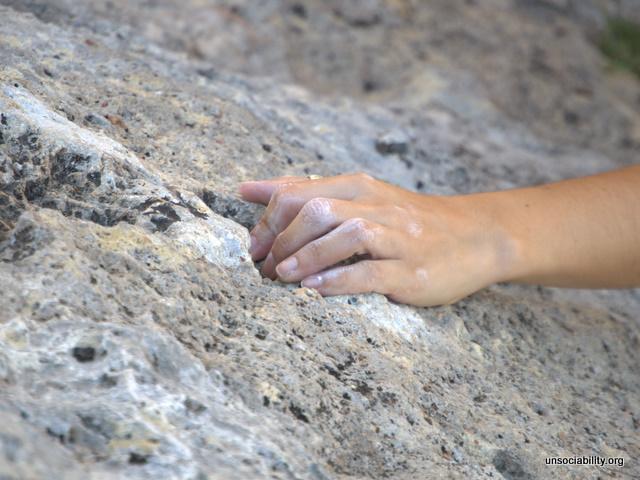 Esa mano buscando...