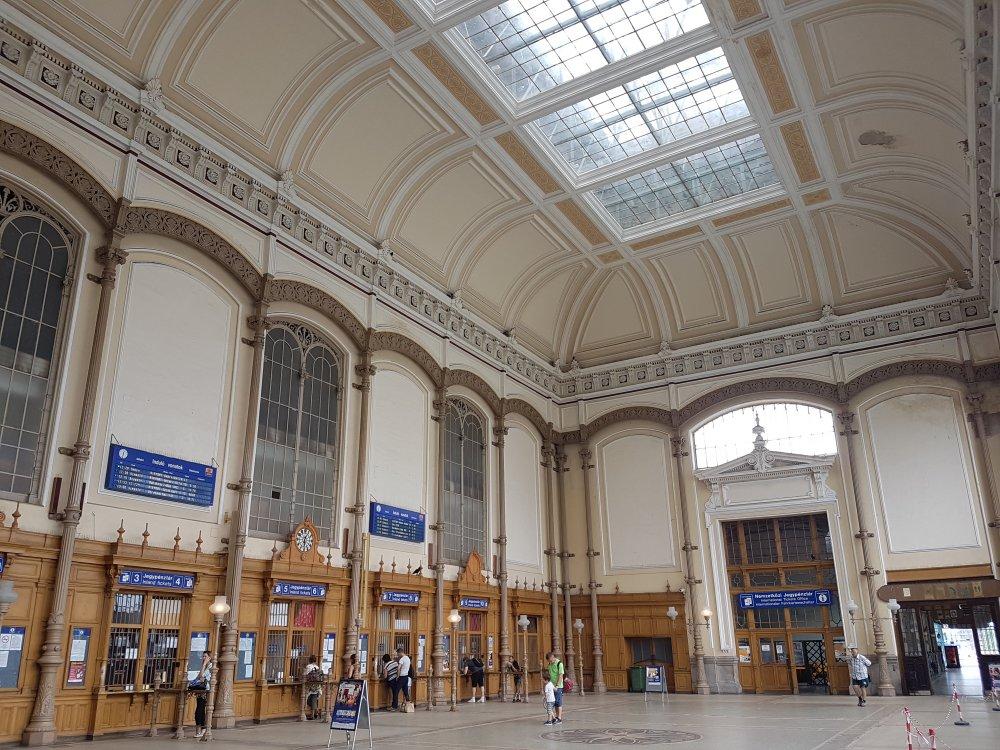 Estación de tren estación de Budapest Oeste (Budapest-Nyugati pályaudvar)