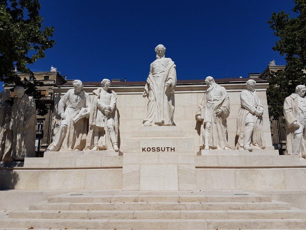 Estatua a Lajos Kossuth