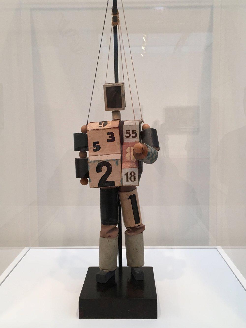 Robot, Alaxandra Exter