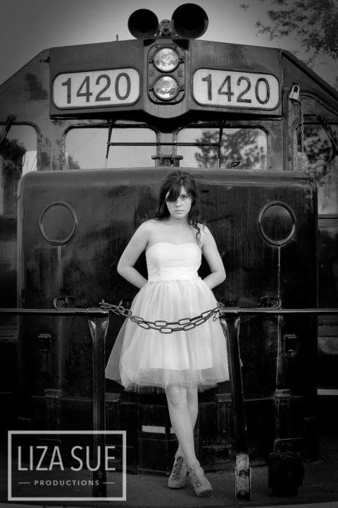 glenwillow ohio train senior pictures