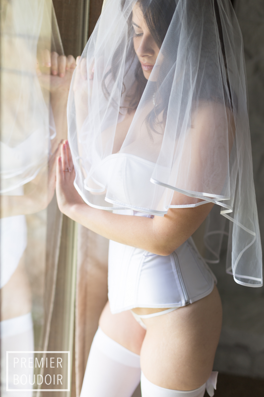 cleveland akron bridal boudoir best photography veil
