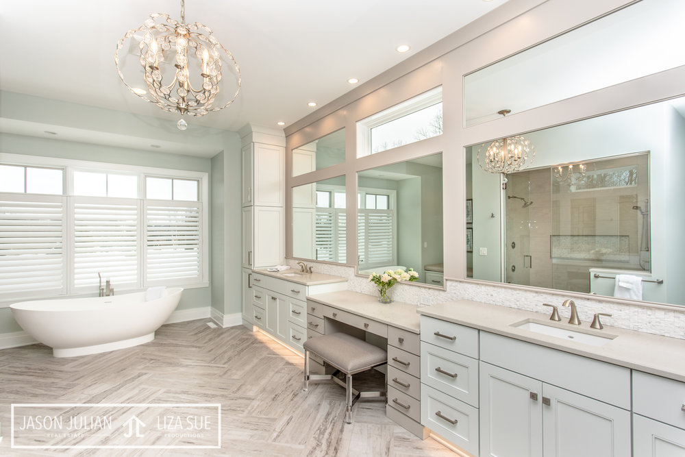 Cleveland + Akron Best Real Estate luxury builder photography bathroom